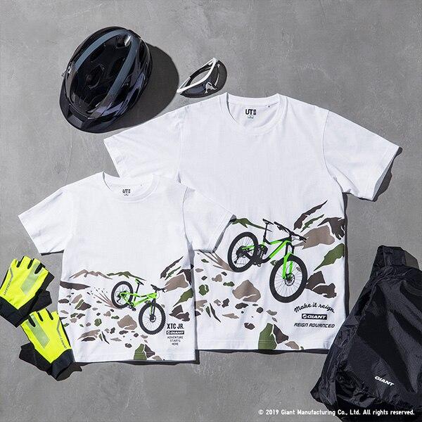 2 magliette bianche con la stampa di altrettante mountain bike su una montagna. In basso, il logo della Giant Bicycles.