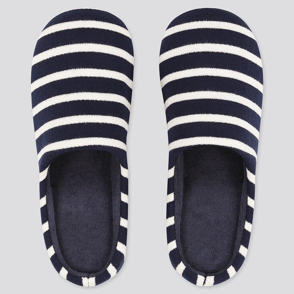 「大人のうわばき」という名の新感覚のニットシューズは通気性抜群。足底は合成ゴムで仕上げているので滑りにくく、水にも強い。「歩きやすさグリップ性が最高」「脱げにくく暖かい」との口コミも。ネットに入れて洗濯可。