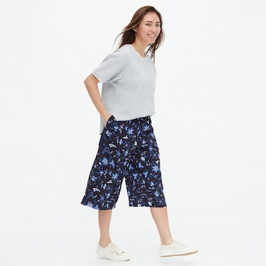 Women Relaco Nordic Flower Print 3/4 Length Shorts