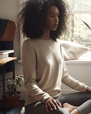 KNITTED CREW NECK PUFF LONG SLEEVED T-SHIRT<