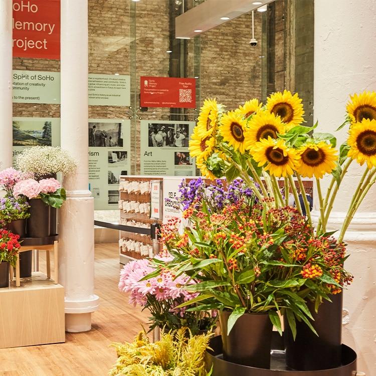 UNIQLO FLOWER: Special Flower Shop image 1