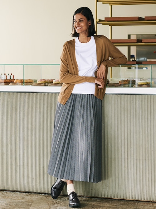 model image of pleats collection skirts 3