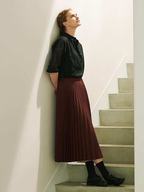 model image of pleats collection skirts 2