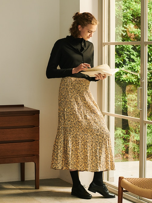 model image of pleats collection skirts 5